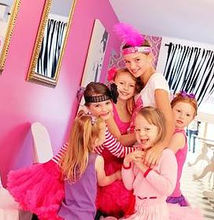 GROUP PHOTO PRINCESS PARLOUR GLAMOUR PRINCESS GIRLS PARTIES NORTH LAKES