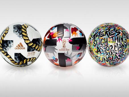 Time fashionista personaliza bola da Copa em ação beneficente