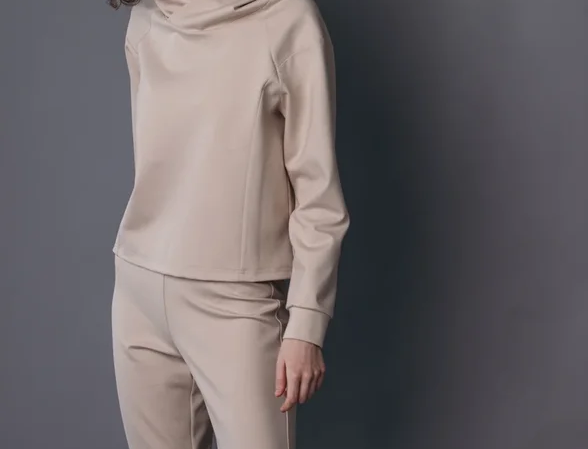 Beige tracksuit with leggins