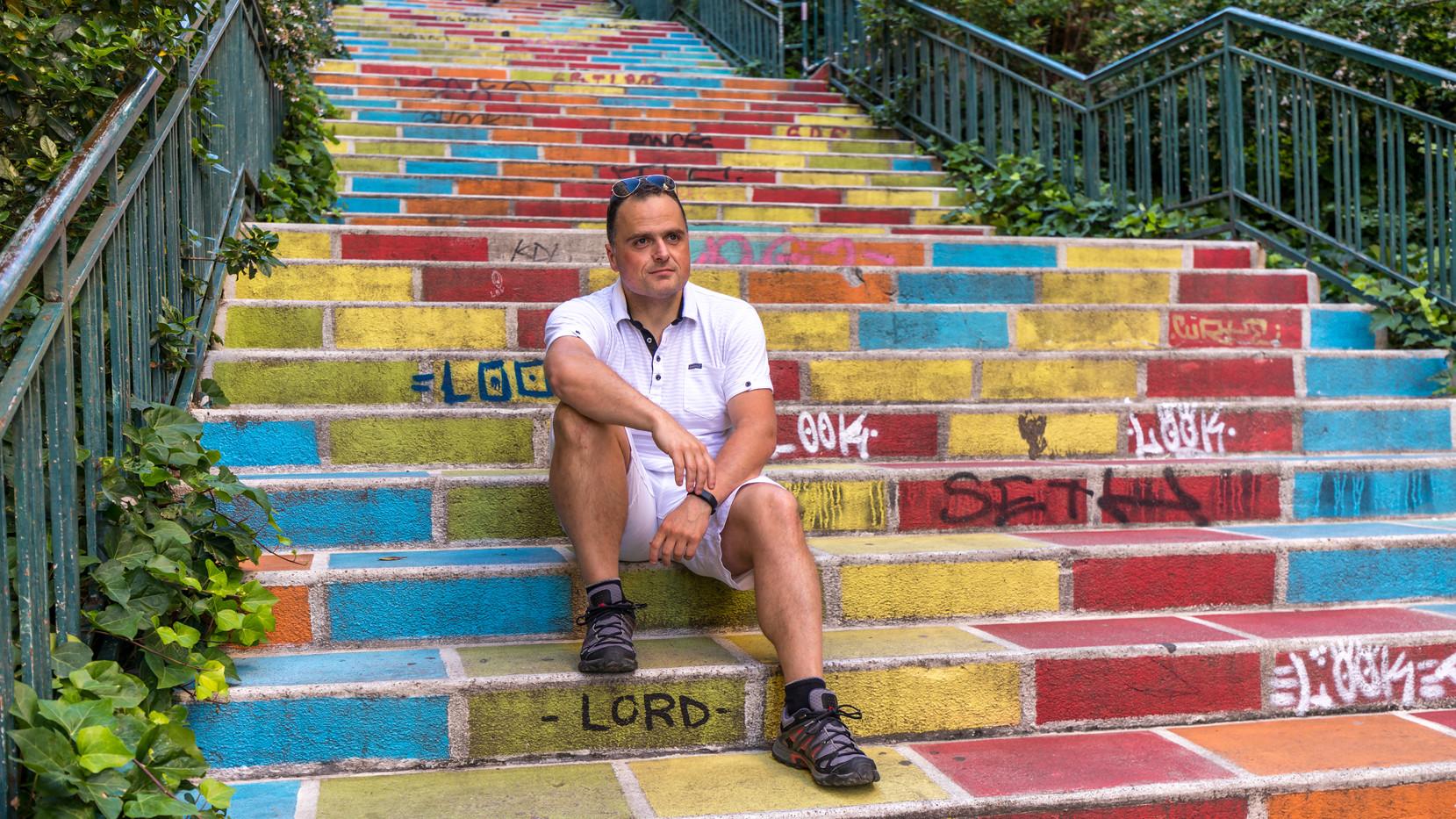 Auto-Portrait sur les éscaliers colorés de la Croix-Rousse