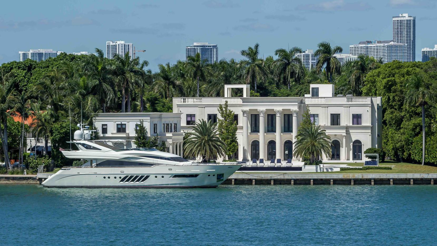 """Star Island """"Scarface House"""""""