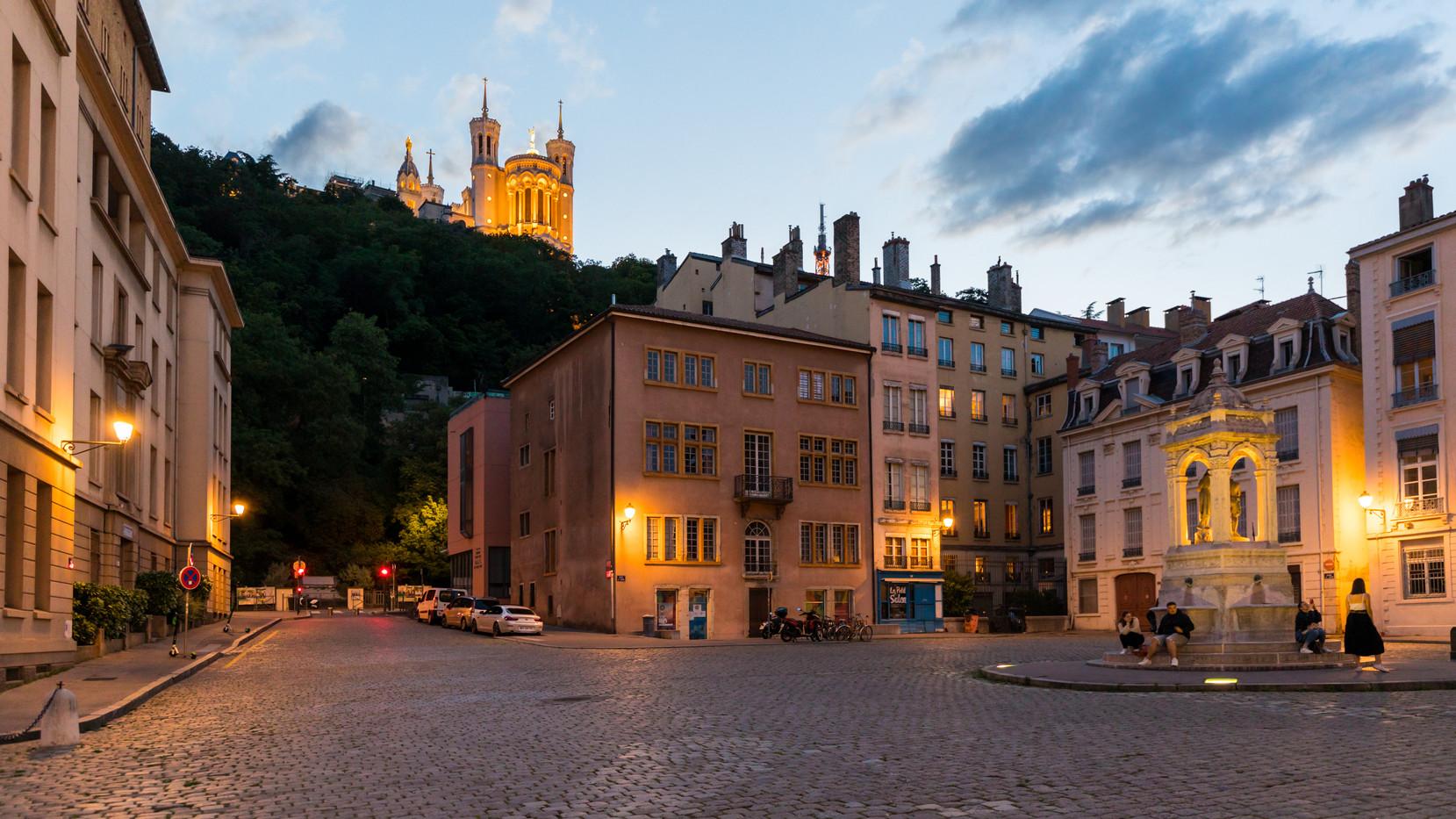Vieux Lyon, la Place Saint Jean