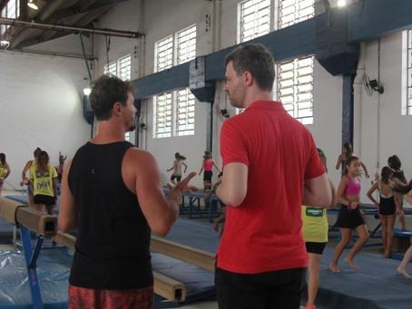 Vereador confere instalações da ginástica artística, que requerem manutenção