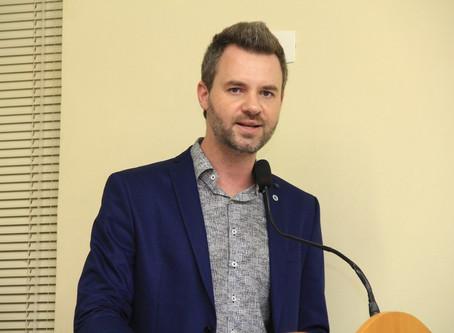Vereador questiona Prefeitura sobre incoerência de processo seletivo para professor