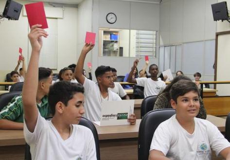 Estudantes conhecem estrutura e papel da Câmara Municipal