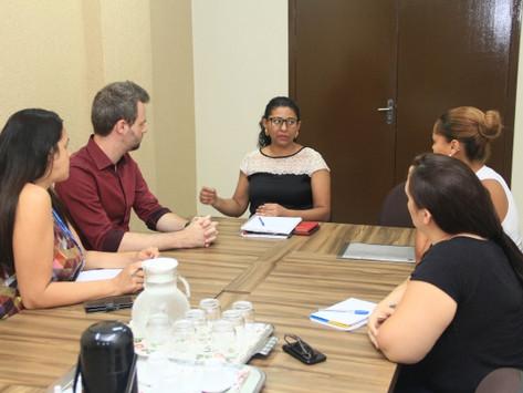 Vereador discute projetos na Secretaria de Educação, incluindo primeiros socorros nas escolas