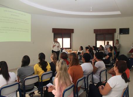 Vereador destaca importância do aleitamento materno em palestra na Gota de Leite