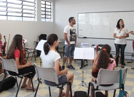 Vereador verifica desafios e demandas do Projeto Guri em Araraquara