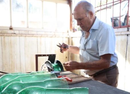 Empresários aliam inovação e sustentabilidade em fabricação de vassouras ecológicas