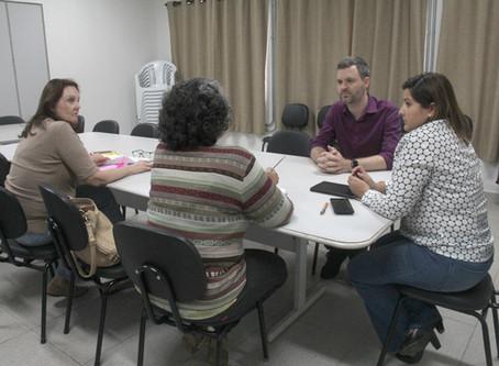 Grupo e ONG assistencialistas são pautas de reunião na Secretaria de Assistência Social