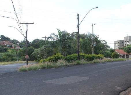 Moradores do Jardim Tamoio pedem manutenção de áreas institucionais