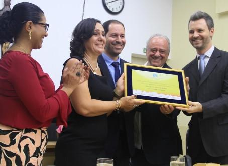 Educadora é homenageada com Título de Cidadã Araraquarense