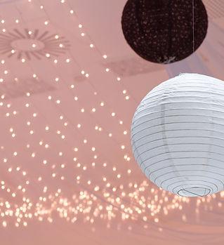 紙提灯やクリスマスライト