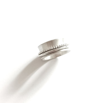 Plain spinner ring