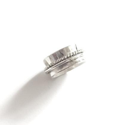 Hammered spinner ring