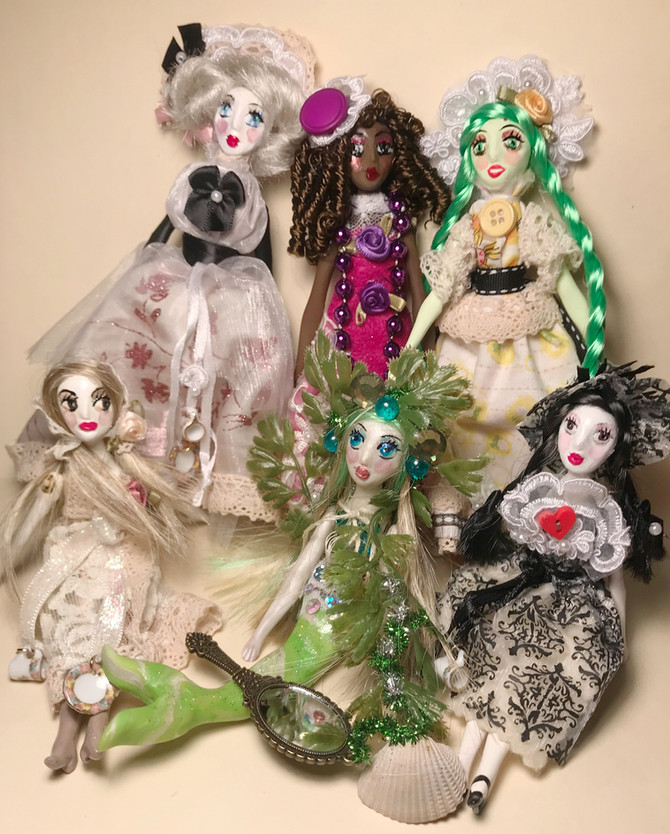 Ostara Holiday Box ! Happy International Women's Day! Queen Alice Tarot is Back! Paper Doll Drea