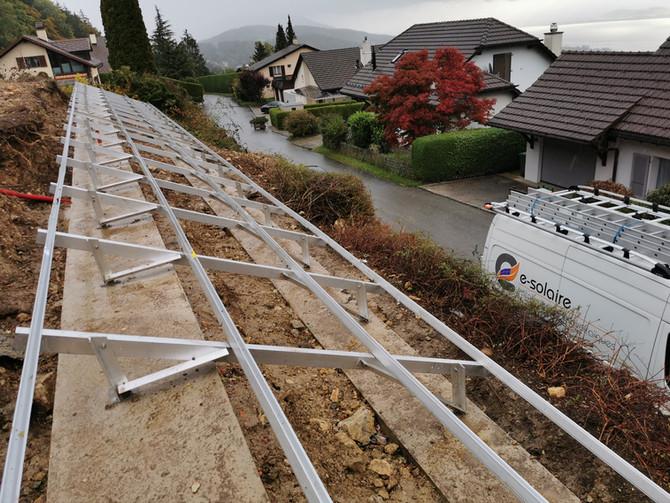 e-solaire travaux spéciaux structure V-rack K2. Installation photovoltaïque en talus.