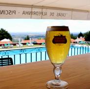 cerveja na piscina