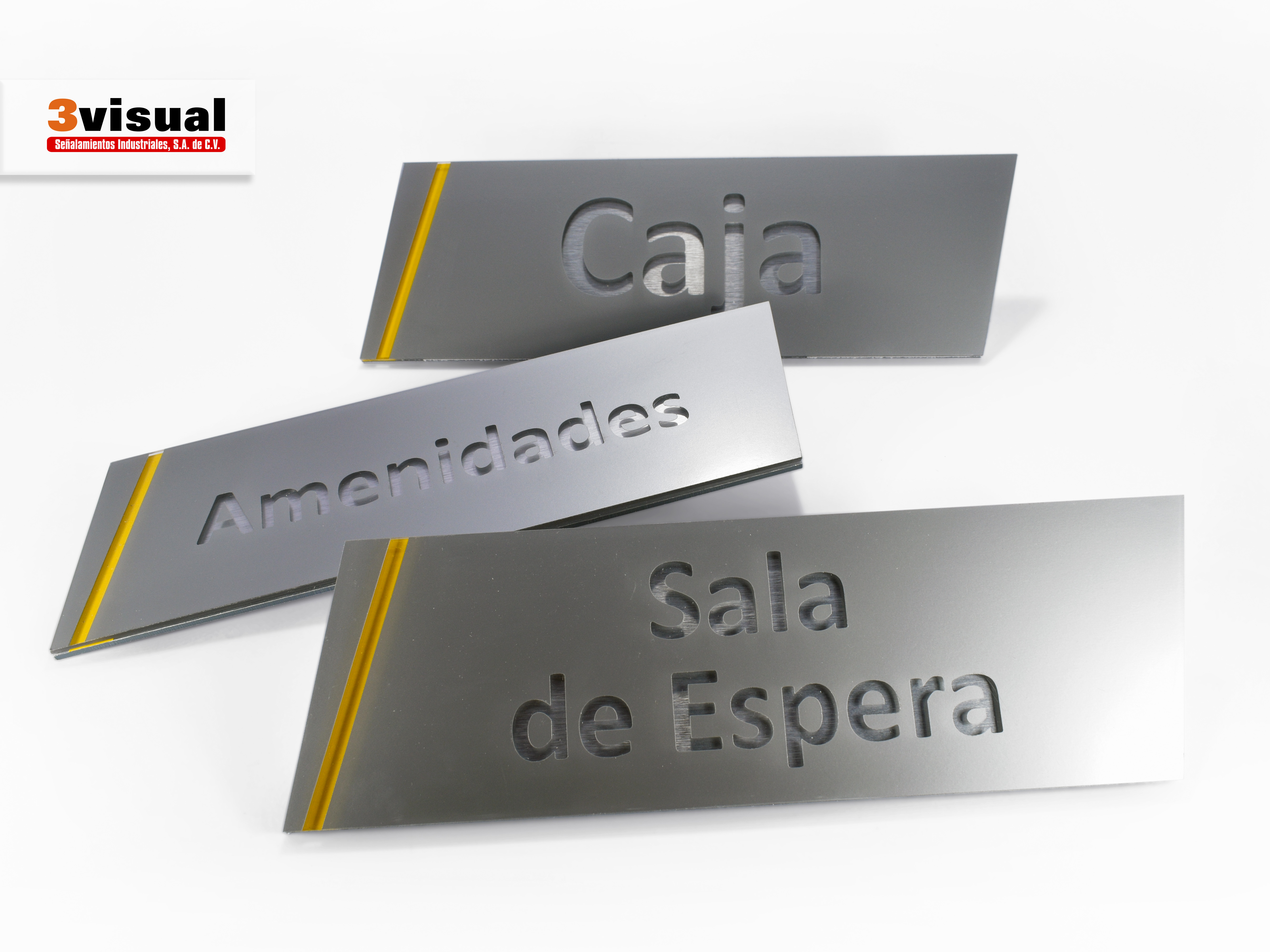Letreros con letras en relieve