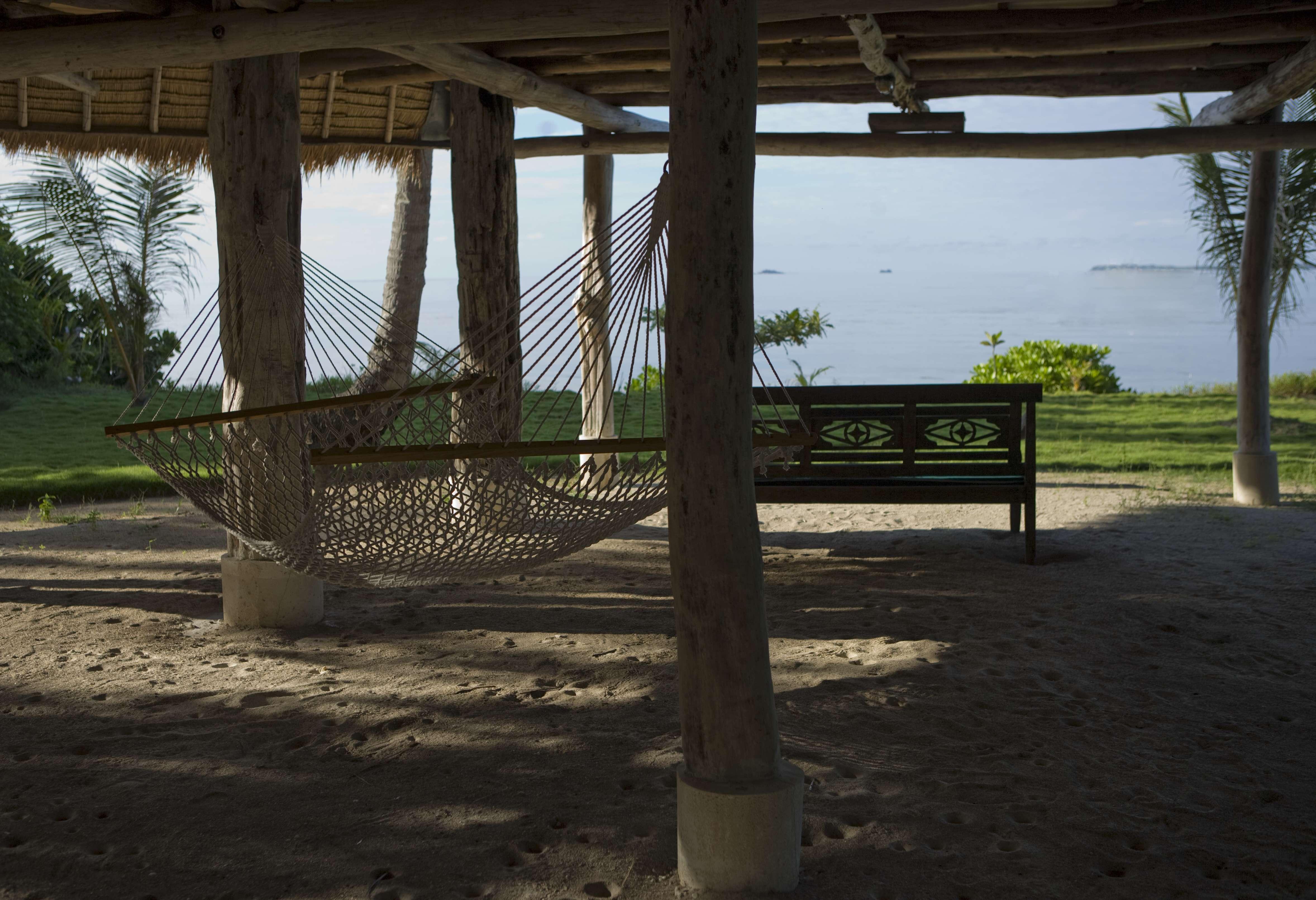 D SUKA PROF PHOTOS 7-BEACH HOUSE 2 04-YF2G0141
