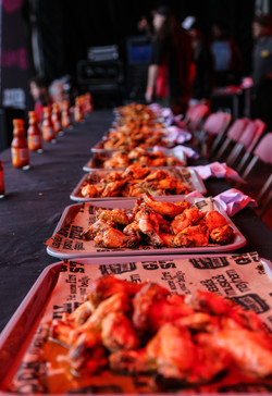 The hot wings await the contestants