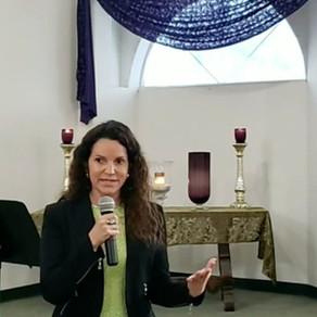 Presenting at Unity Church of Burbank, California, In Spanish