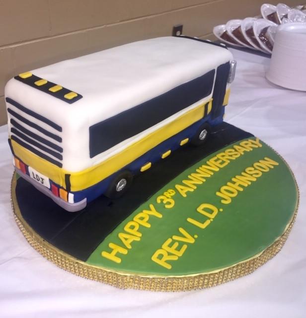 bus cake 2.jpg