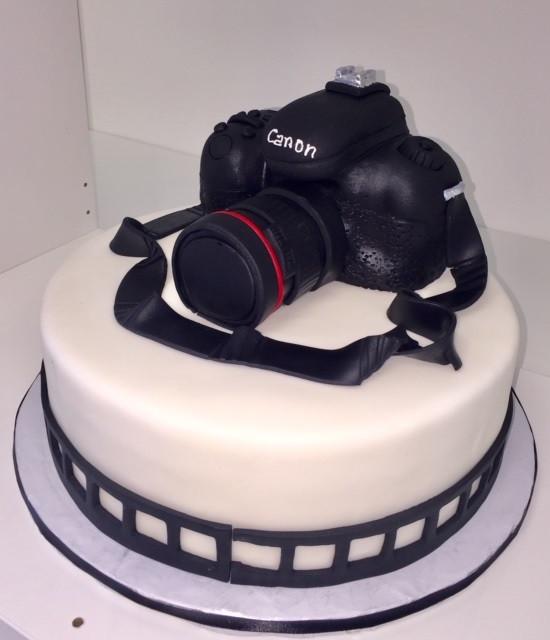 camera cake.jpg