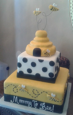 mommy to bee cake2.jpg