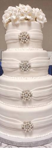 Brooch cake for site.jpg