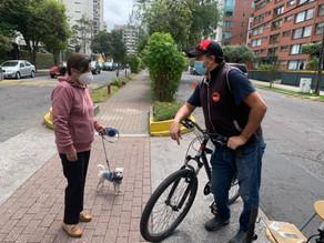 En bicicleta van los héroes y heroínas de Quito
