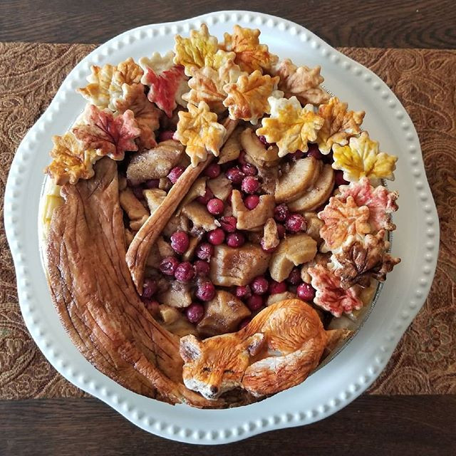 Celebrating friendship with apple pie 🦊