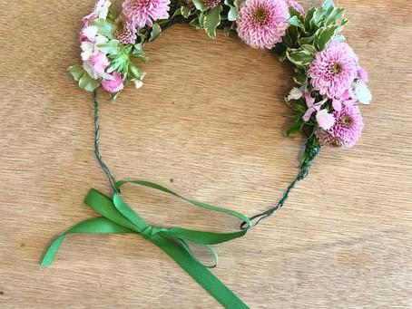 Creare una coroncina di fiori freschi
