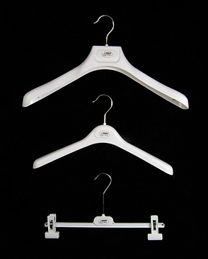 Custom printed drycleaners hangers by Commonwealth Packaging Co.