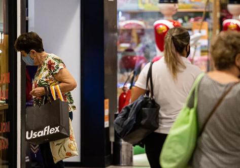 Taxa de lojas vazias em shoppings começa a cair, diz setor