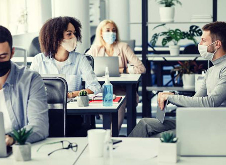 Só 36% das empresas terminaram 2020 com trabalho presencial nos escritórios, aponta KPMG