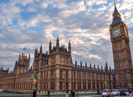 Quase metade dos trabalhadores britânicos já voltou aos escritórios