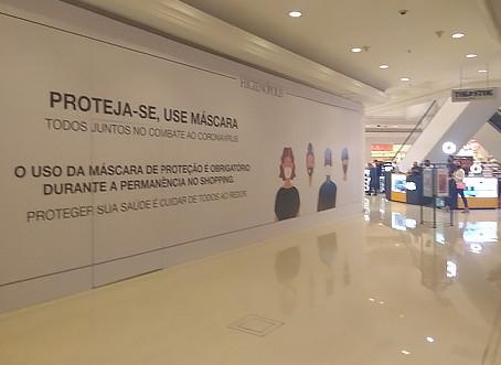 Crise fecha lojas e cria corredores de tapumes em shoppings centers