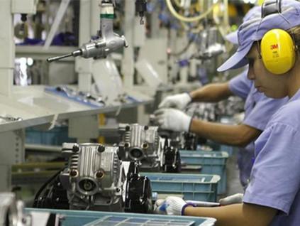Comércio e serviços dão sinal de melhora, mas indústria perde fôlego