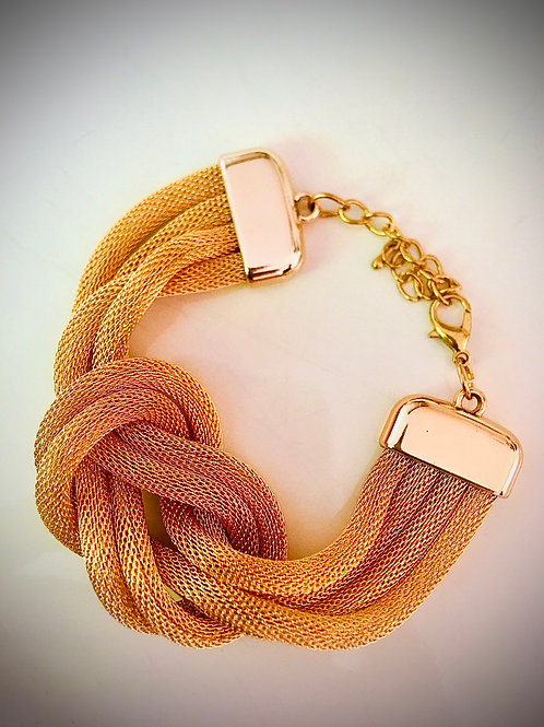 Pulsera con nudo dorada