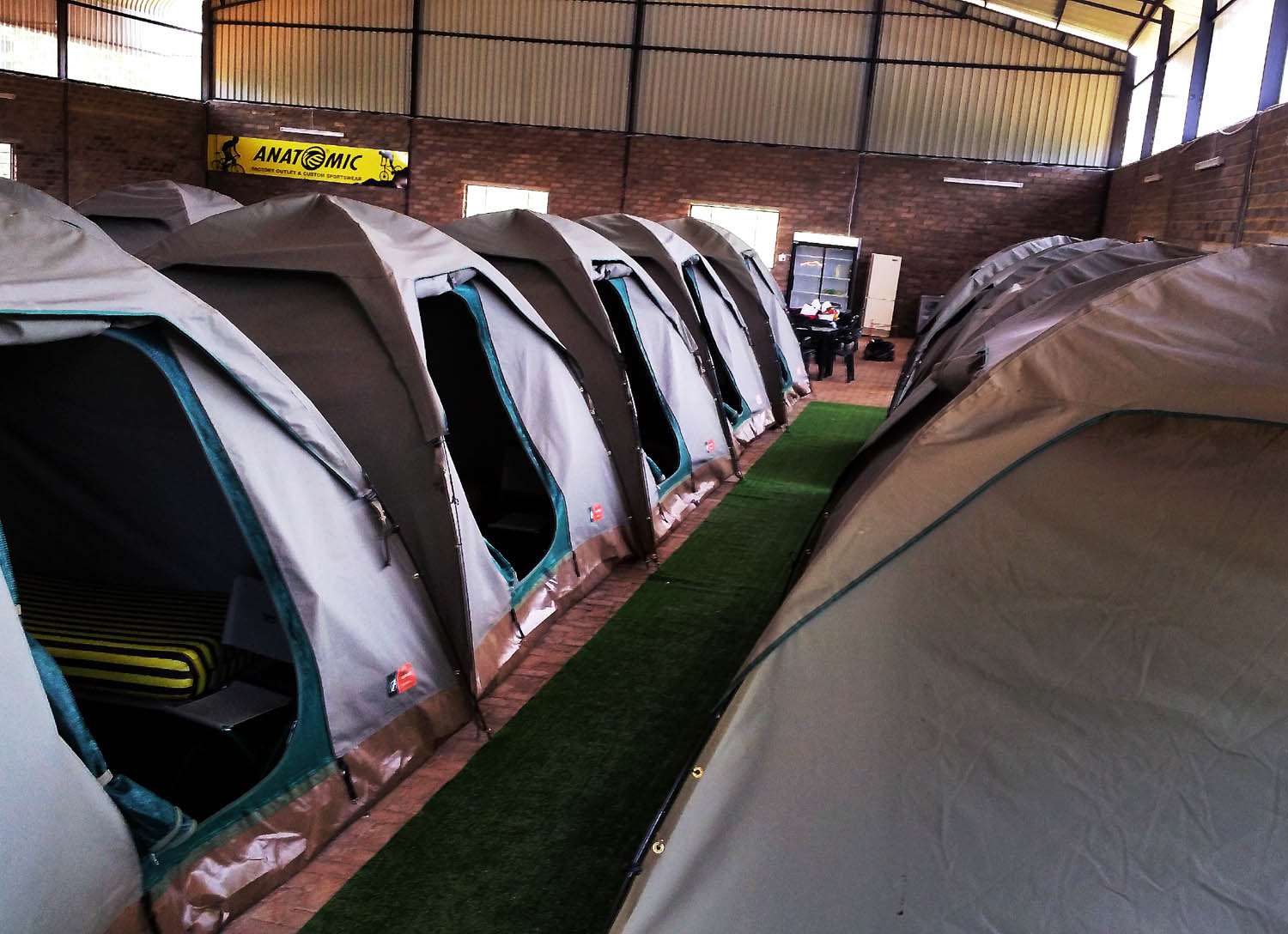 17 x 9 sqm roofed tents
