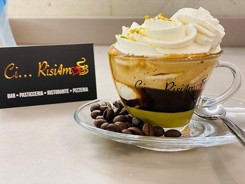 Caffè viziato pistacchio/caffè/panna montata