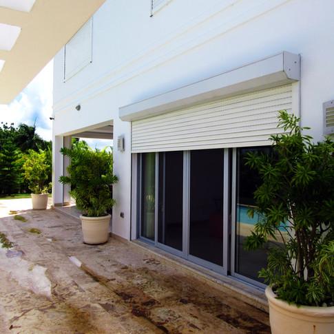 Shutter para reducción y/o bloqueo de rayos solares  Ubicación: Playa Nueva Romana
