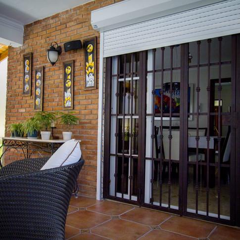 Instalación de shutter en residencia  Ubicación: Arroyo Hondo III