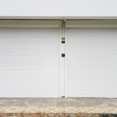 Shutter de 7.7 m2 - Lámina extruida blanca de 60mm - Sistema eléctrico con mando a distancia