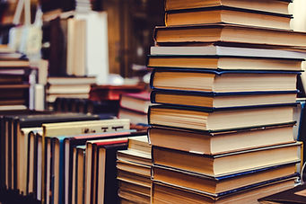bookcase-books-bookshelf-2765617.jpg