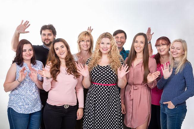 Takto vypadá spokojená učitelka angličtiny se svými studenty.