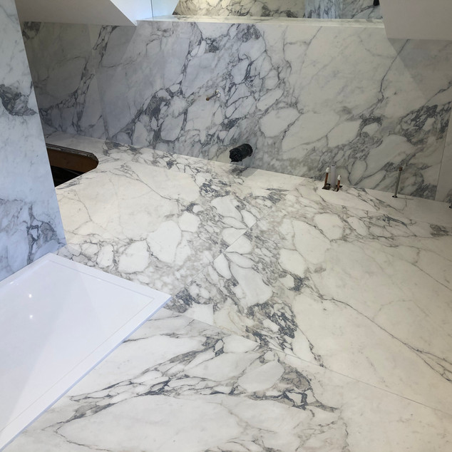 large format tiles flowing, by Lauzzo