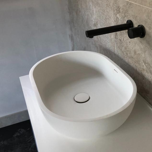 Lauzzo basin & wall mounted tap