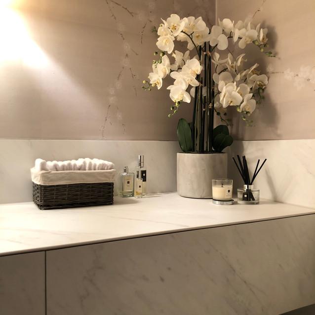 Lauzzo large format tiles basin
